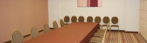 主要8カ国ゴキブリ会議(G8)が閉幕、掃討作戦開始で合意