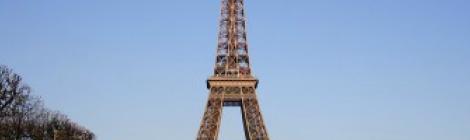 エッフェル塔の柱に鉄工の日記を発見