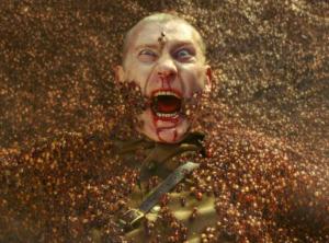 写真=グンタイアリに襲われるソ連兵。彼はこの後、白骨化する。