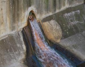 写真=DHMOによって汚染された下水管
