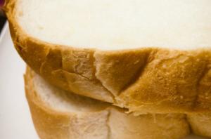 写真=パンの耳職人の朝は早い